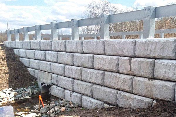 Freestanding Ledgetstone and Split Limestone Redi-Rock